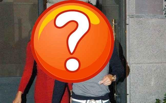 Διάσημο top model κλέβει και φοράει τα μποξεράκια του συντρόφου της