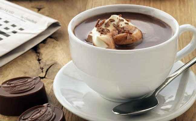 Ζεστή σοκολάτα με άρωμα κανέλας