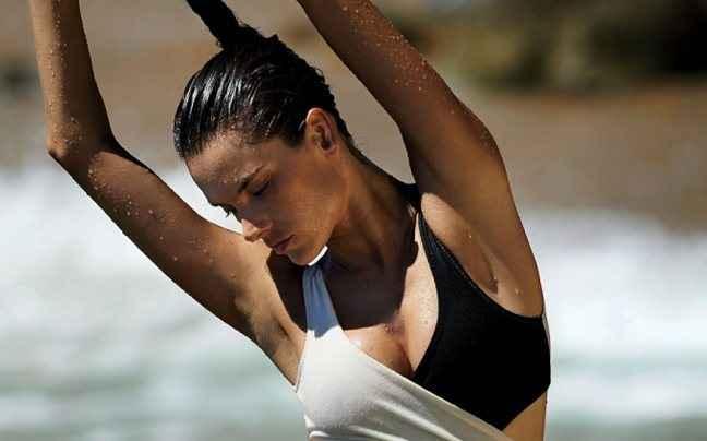 Η Alessandra Ambrosio και οι σέξι ευχές της
