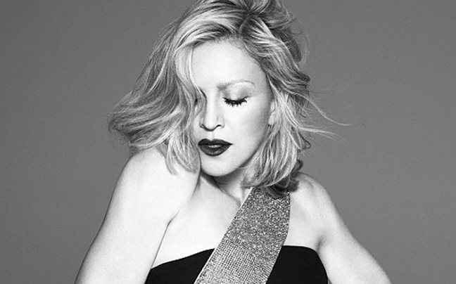 Η Madonna είναι το πρόσωπο του οίκου Versace