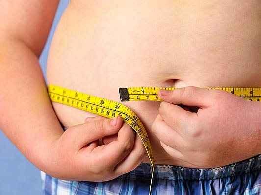 Μέχρι και οκτώ χρόνια «κόβει» η παχυσαρκία