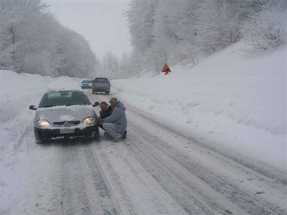 Προβλήματα σε όλη τη χώρα από την επέλαση του χιονιά