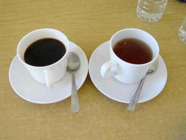Πώς η καφεΐνη συνδέεται με πιο λεπτή μέση