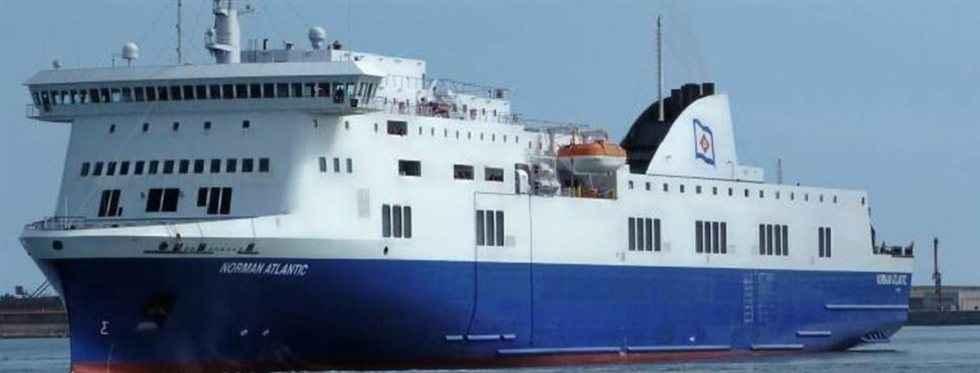Στις φλόγες πλοίο με 466 επιβαίνοντες