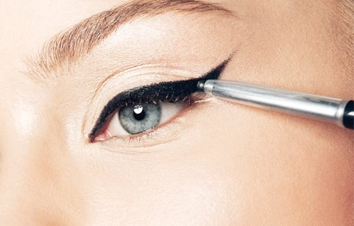 Τα επτά βήματα του cat-eye μακιγιάζ