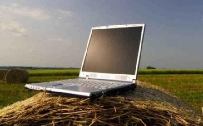 Υπεγράφησαν οι συμβάσεις για τα αγροτικά ευρυζωνικά δίκτυα