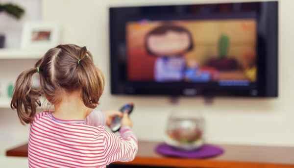 «Τα παιδιά μου βλέπουν πολύ τηλεόραση και δεν με πειράζει»