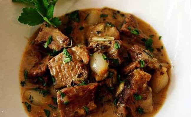 Αρνάκι κατσαρόλας με μάραθο