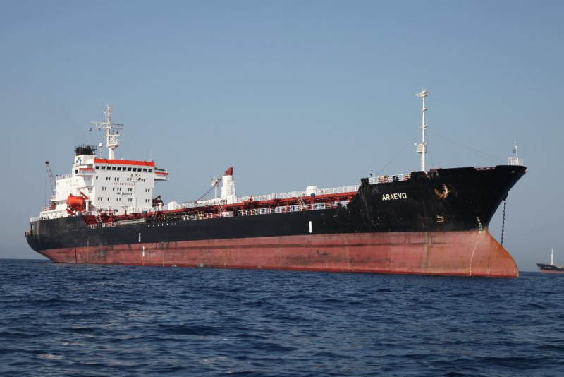 Βομβαρδίστηκε ελληνικό πλοίο στη Ντέρνα της Λιβύης