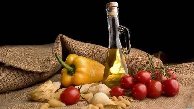 Γιατί η μεσογειακή διατροφή μας κάνει πιο χαρούμενους