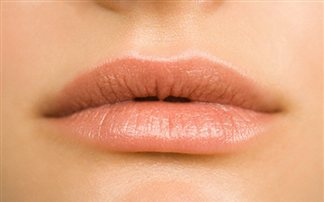 Ενυδατική μάσκα για τα σκασμένα χείλη