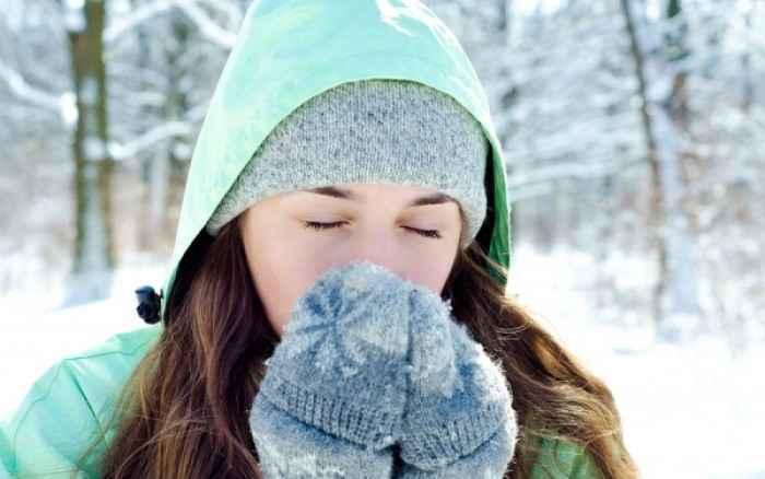Η Επιστήμη επιβεβαιώνει το μύθο της γιαγιάς για το κρυολόγημα!