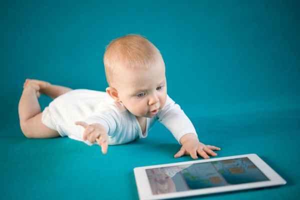 Κάνει να αφήνω το μωρό μου να παίζει με το tablet;