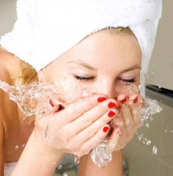 Καθαρισμός προσώπου: Ποια είναι η καλύτερη θερμοκρασία;