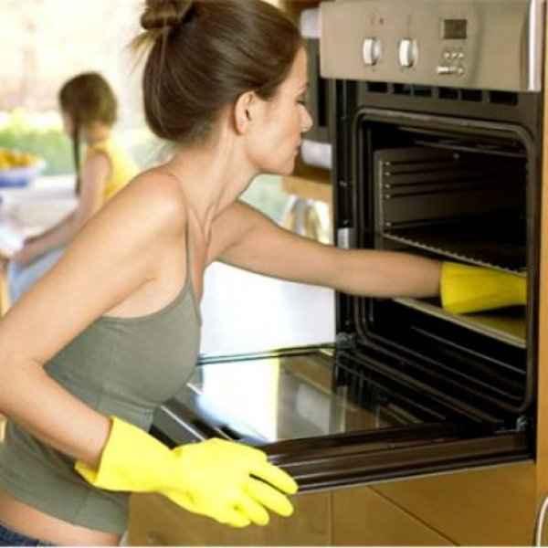 Κατάλοιπα στο φούρνο Δείτε πώς να τα καθαρίσετε στο πι και φι