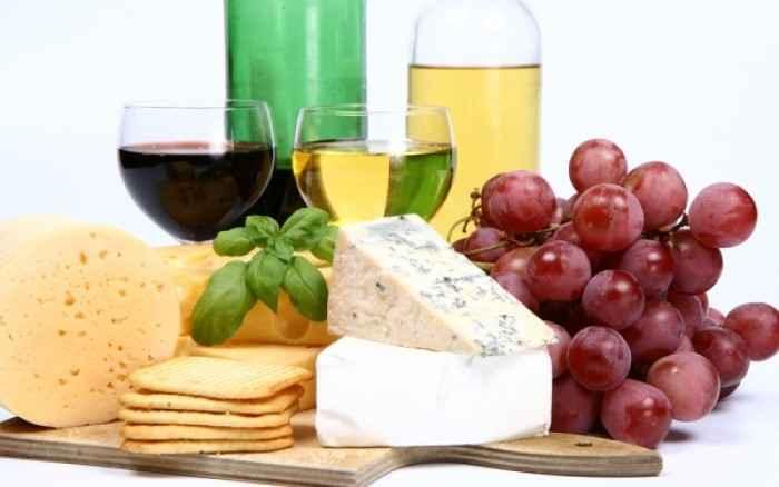 Λευκό v/s κόκκινο κρασί: Εσείς ξέρετε ποιο μεθάει πιο εύκολα;