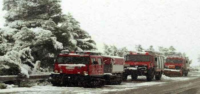Μετ' εμποδίων η κυκλοφορία λόγω του χιονιά
