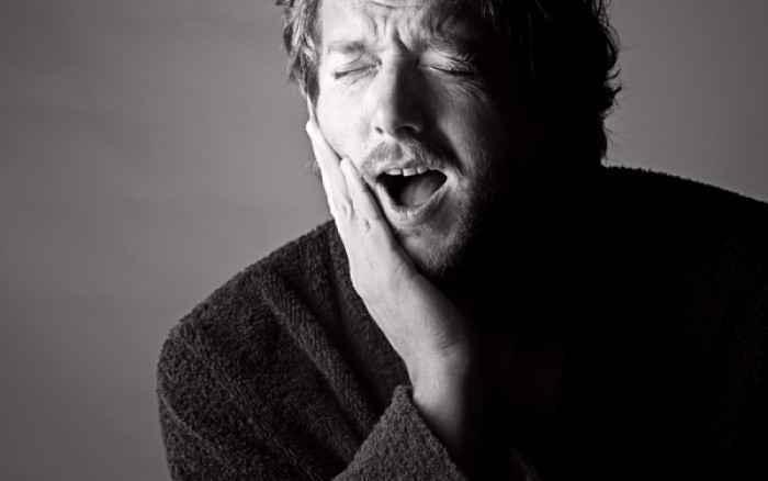 Ξαφνικός πονόδοντος Τι να κάνετε μέχρι να πάτε στον οδοντίατρο