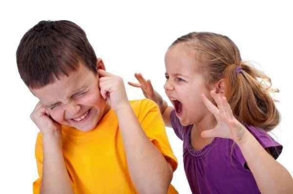 Οι εφτά πιο συνηθισμένοι λόγοι για τους οποίους τσακώνονται τα αδέρφια