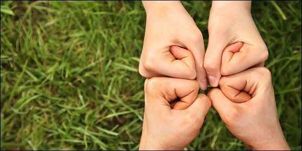 Οι παράγοντες που επηρεάζουν τον αλτρουισμό