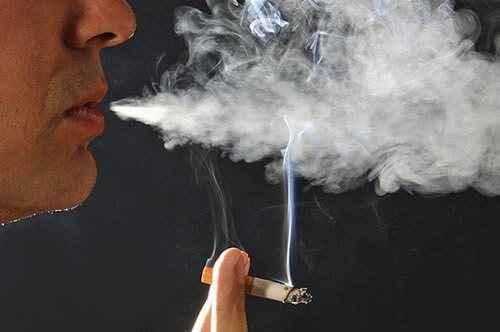Πιο πιθανό να πάθουν καρκίνο οι άντρες εξαιτίας του καπνίσματος