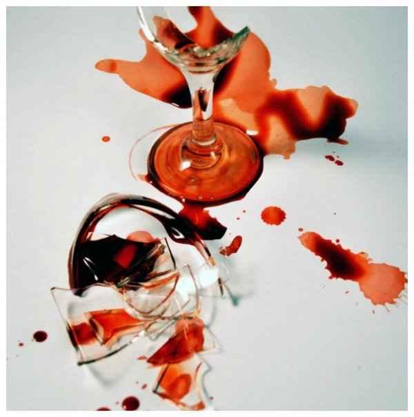 Πως να μαζέψετε τα μικρά κομματάκια από σπασμένο ποτήρι