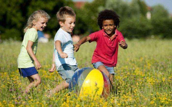 Τα ευτυχισμένα παιδικά χρόνια θωρακίζουν την καρδιά