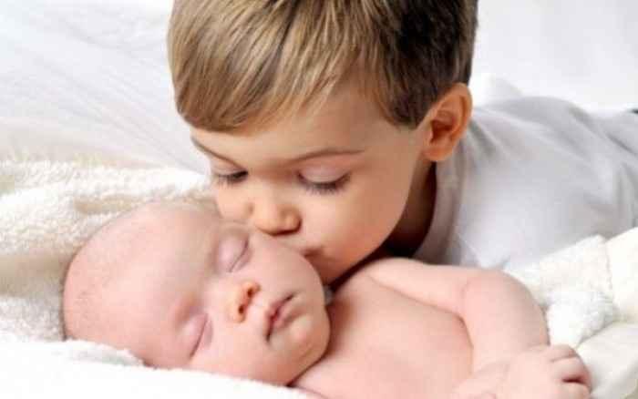 Το μεγάλο παιδί ζηλεύει το μωρό Τα 5 βήματα που πρέπει να ακολουθήσετε!