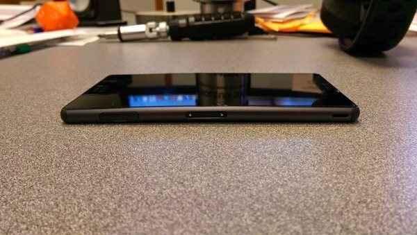 Το πρόβλημα με τα smartphone που λυγίζουν χτύπησε και τη Sony
