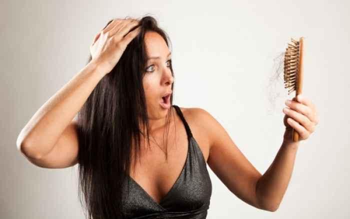 Τρεις ανήκουστοι λόγοι που έχετε τριχόπτωση