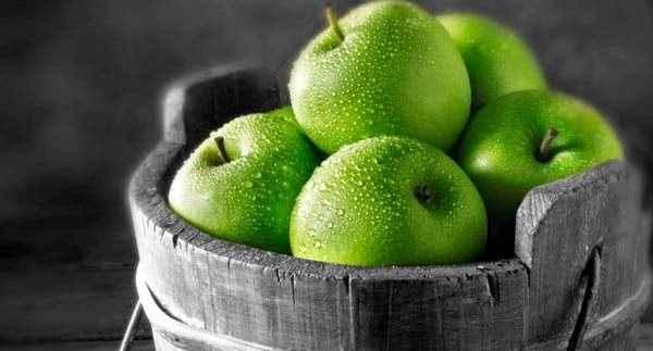 Ένα μήλο την ημέρα την πιτυρίδα κάνει πέρα