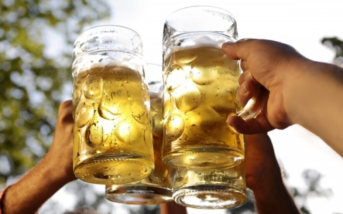 Για να προλάβετε την άνοια, πιείτε μια μπύρα!
