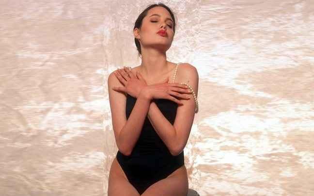Δείτε την Angelina Jolie στα 16 της