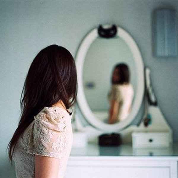 Δεν πιστεύεις στον εαυτό σου; Αυτός είναι ο Νο1 λόγος που σαμποτάρει τις σχέσεις σου!