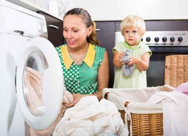 Δουλειές του σπιτιού: Πώς μπορούν τα παιδιά να βοηθήσουν και τι να κάνουν