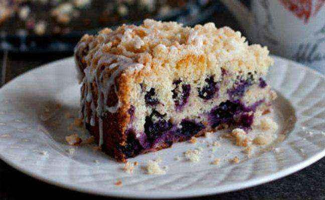 Κέικ με φρούτα και λευκό γλάσο