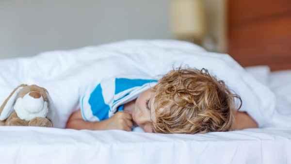 Μέχρι ποια ηλικία πρέπει να κοιμούνται τα παιδιά το μεσημέρι;