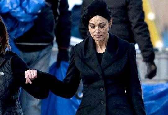 Μαύρη σέξι χήρα η Monica Bellucci