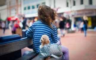 Πέντε τρόποι να κρατάτε ασφαλή τα παιδιά σε πολυσύχναστα μέρη