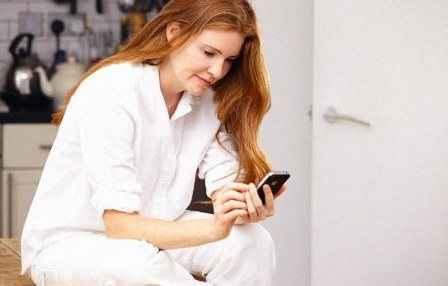 Πιο επιρρεπείς στην κατάθλιψη όσοι ελέγχουν συνεχώς το κινητό τους