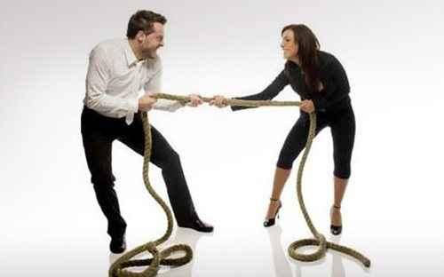 Πιο ευτυχισμένα τα ζευγάρια με έναν κυρίαρχο στη σχέση