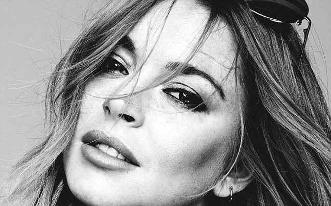 Τόπλες η Lindsay Lohan