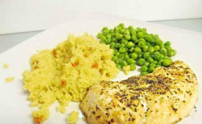 Φιλέτο κοτόπουλο με αρακά
