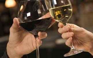 Ένα ποτηράκι κρασί μάς κάνει πιο ελκυστικούς