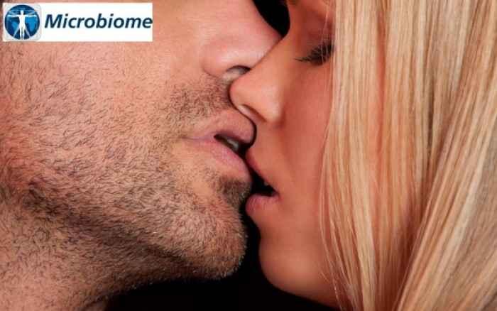 Απίστευτο! Δείτε πόσα μικρόβια μεταδίδονται με ένα φιλί...