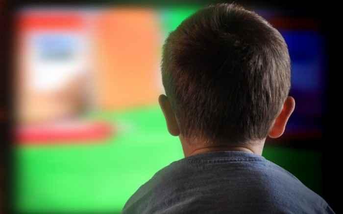 Από τι κινδυνεύουν τα παιδιά που βλέπουν πάνω από δύο ώρες τηλεόραση την ημέρα