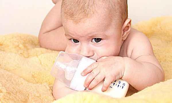Γαστροοισοφαγική παλινδρόμηση στα μωρά: Όλα όσα πρέπει να γνωρίζετε