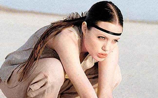 Δείτε την Angelina Jolie στα 18 της