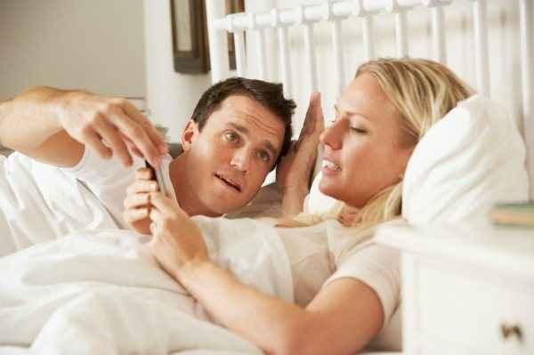 Ερωτευμένοι… με τα κινητά μας