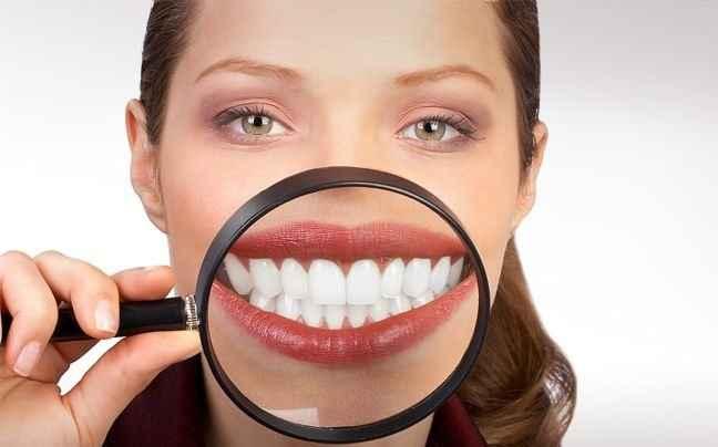 Κάντε λεύκανση δοντιών, χωρίς να επισκεφτείτε οδοντίατρο